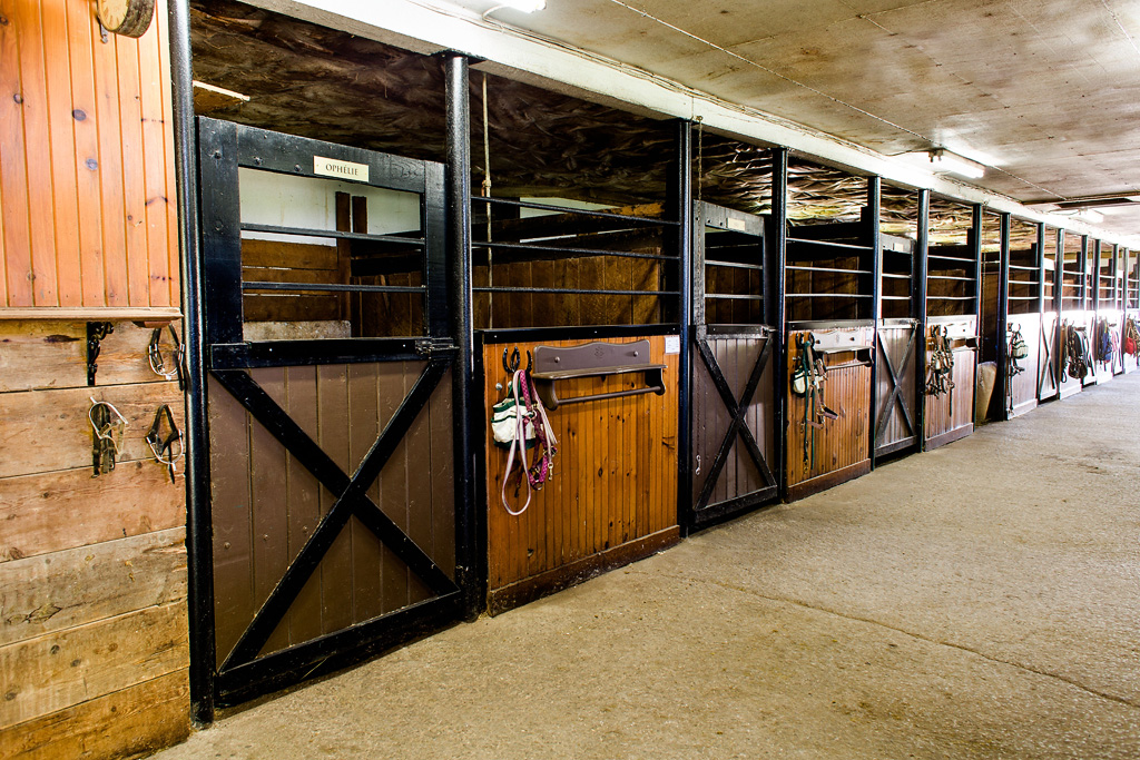 inside_stables_02
